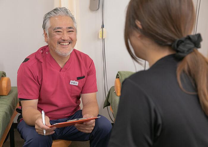 問診中の宇田川院長の写真